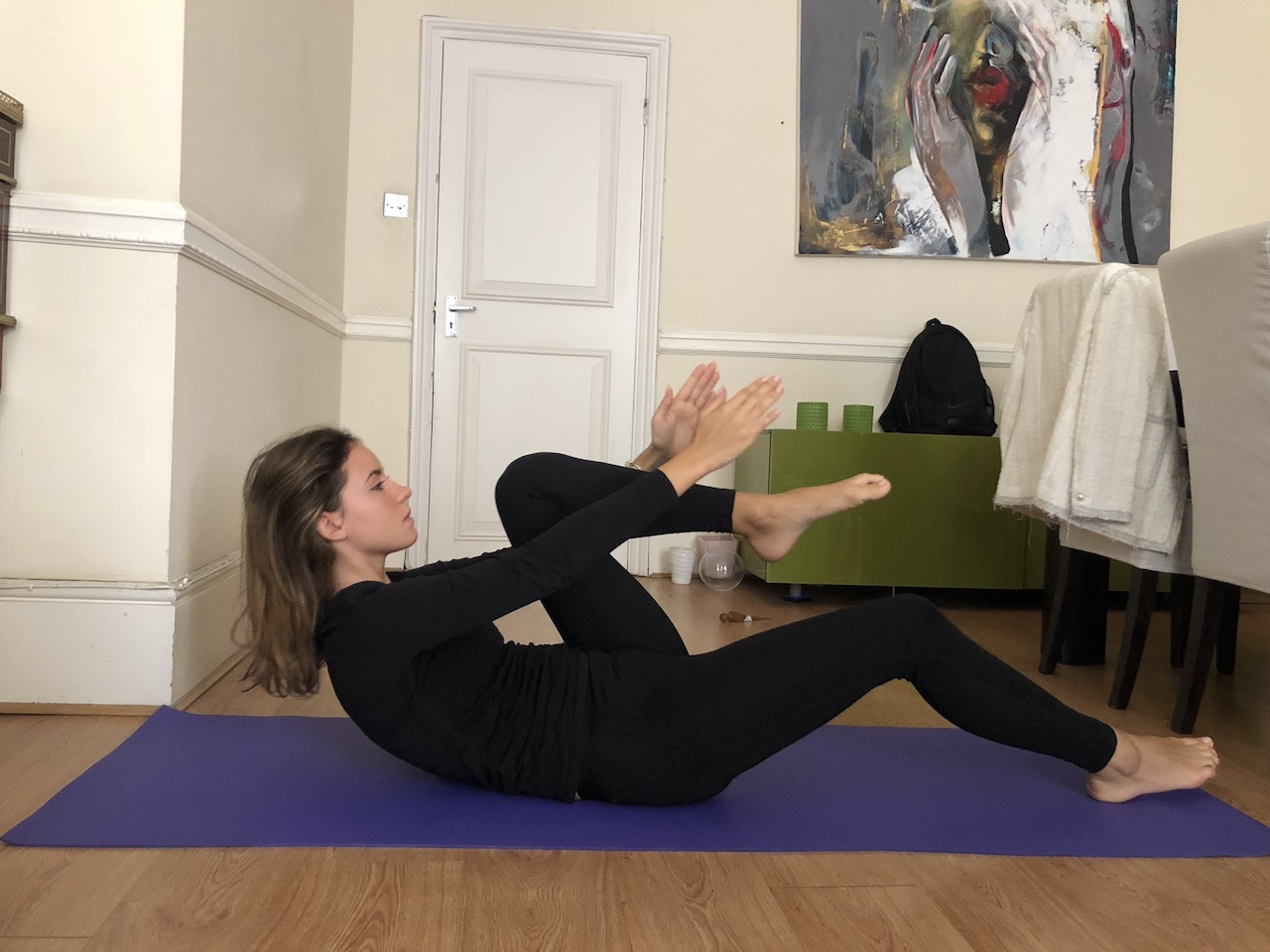 abs arms up single leg knee up