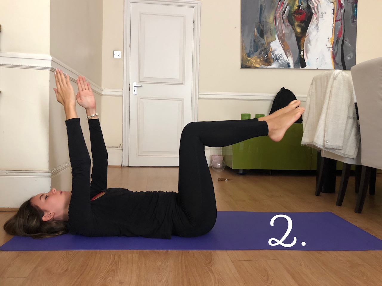 arms-up-single-leg-extensions